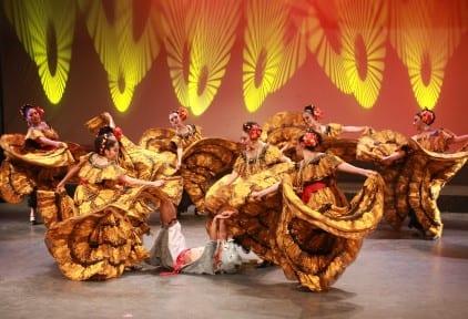Ballet Folclorico ladies twirling dresses